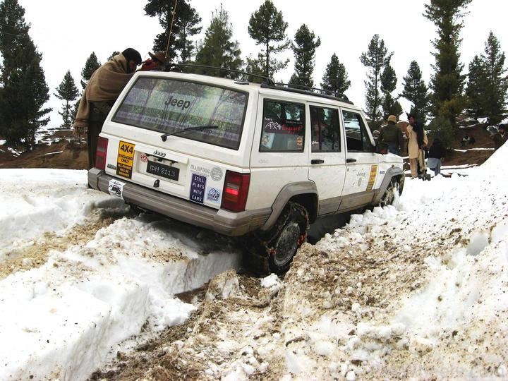 4x4Engaged?-Unaware, The Best Photo Contest . - 195805 Beyond 4x4Engaged  1st Jeep Snow Rally Malam Jabba 2011 IMG 2365