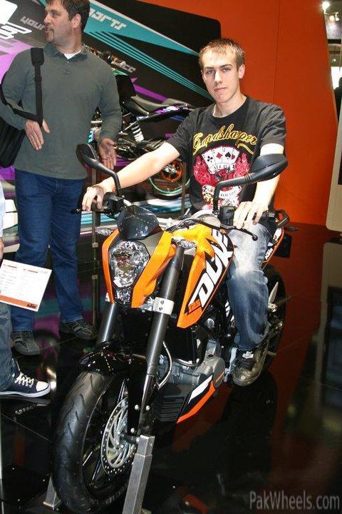Ktm 125 Duke Stunt. Ktm Duke 250cc. KTM 125 Duke.